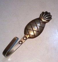 BB-672 Brass Hooks