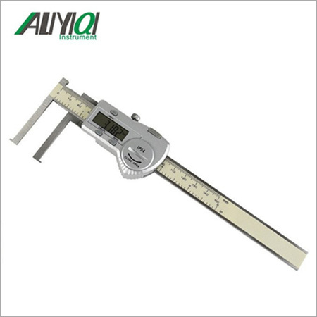 In-knife groove digital caliper