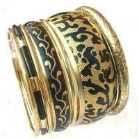 Brass rexin bangle stes
