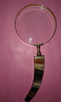 Magnifying glass with horn chip handle