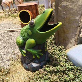 Frog Dustbin animal statues