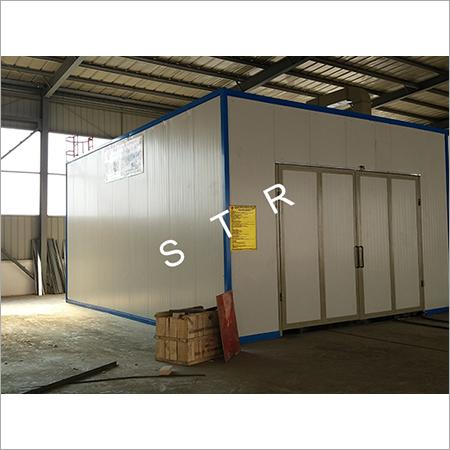 Highway Bureau sandblasting room, spray booth