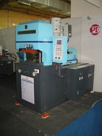 Vertical Locking Injection Molding Machine