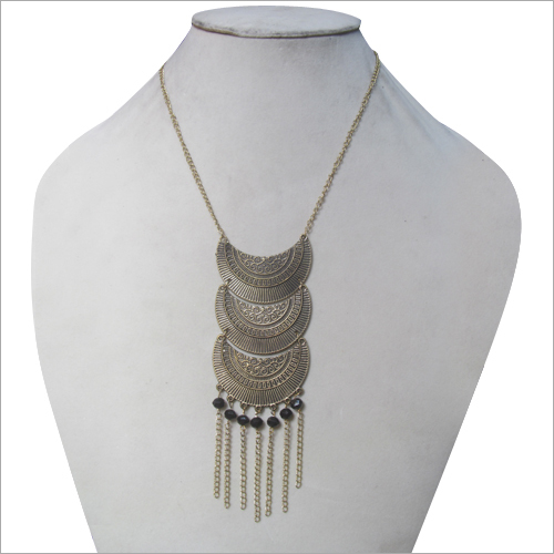 Attractive Artificial Necklace