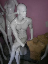 FIBER MALE SITTING MANNEQUIN