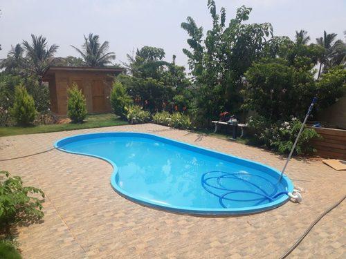 Bean shaped Swimming Pool
