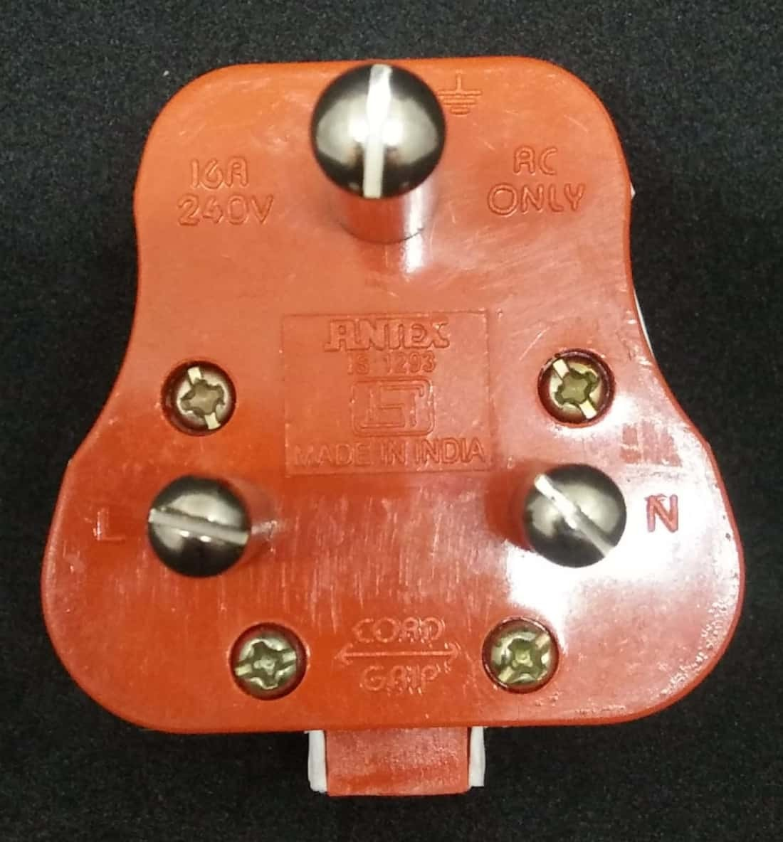 16A 3PIN Top heavy