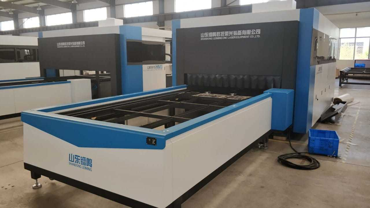 FULL PROTECTION AUTO FEEDING FIBER LASER CUTTING MACHINE