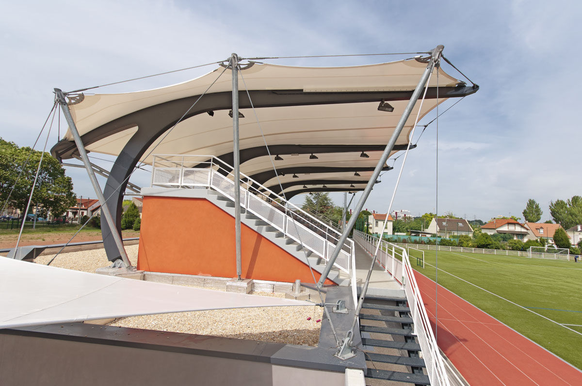 Stadium roofing structure