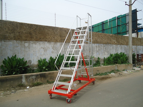 STEP LADDER WITH WHEEL MOUNTED