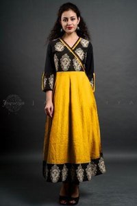 Fashionable And Trendy Rayon Kurti