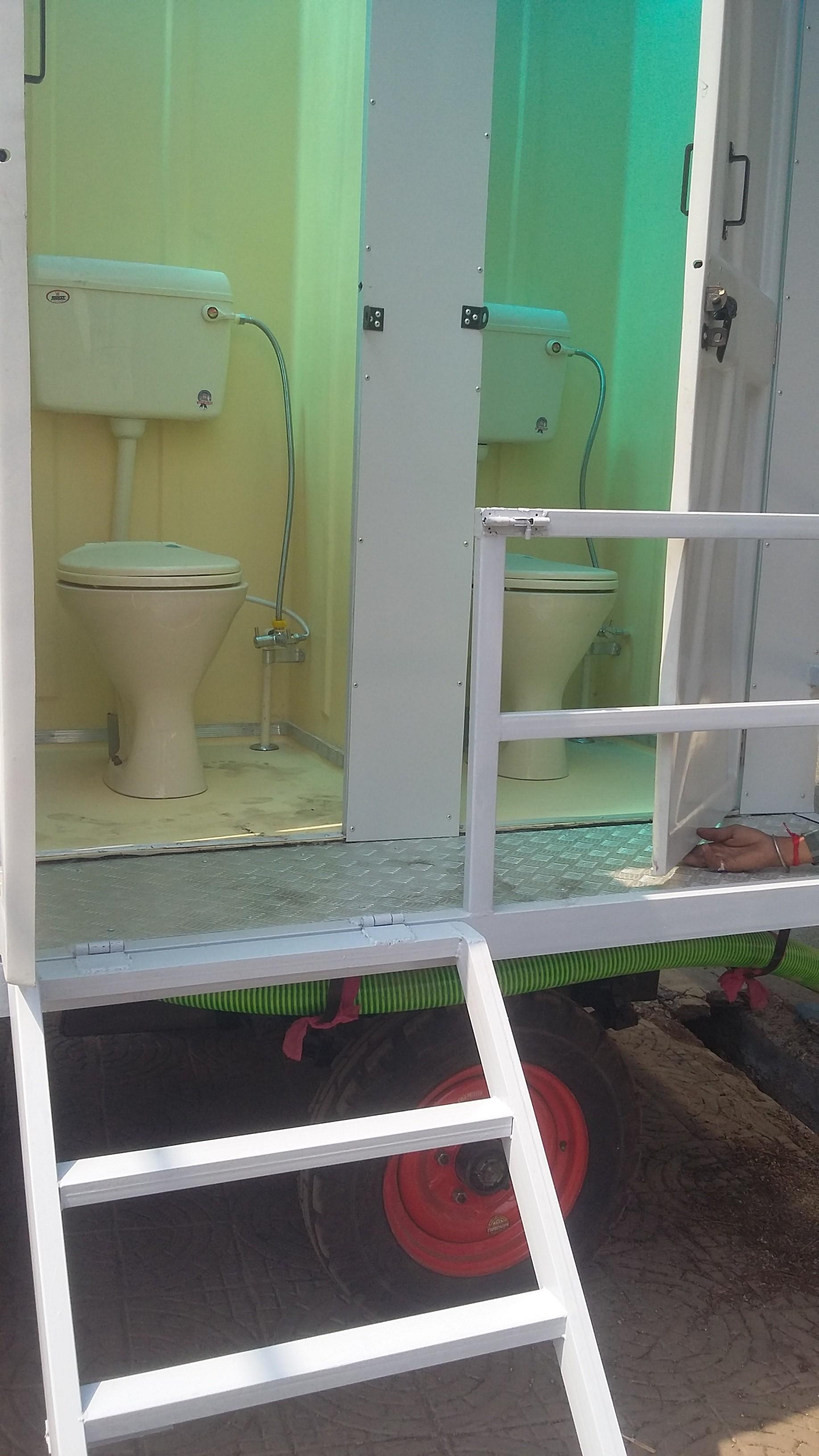 Bio mobile toilet van 4 seater
