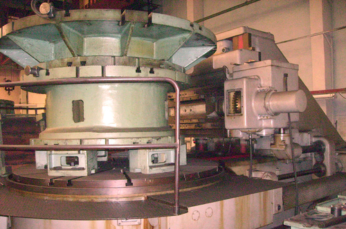 Gear hobbing machine for high precision gears 544M