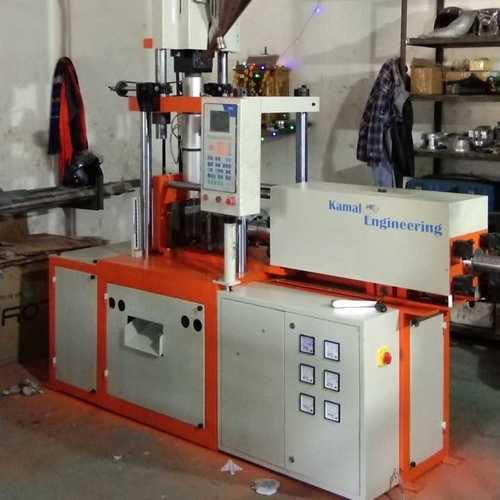 Vertical toggle type injection moulding machine fully