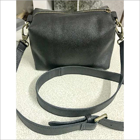 LEATHER BEAUTY BAG