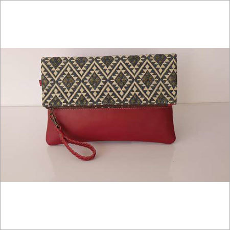 STYLISH WRISTLET WITH LEATHER TRIM