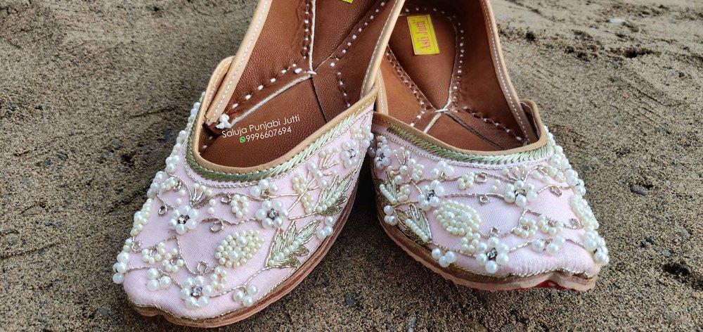 Ladies Silver Pearl Punjabi Jutti Ethnic Mojari Handmade punjabi Jutti Jutis For Women  (Pink)