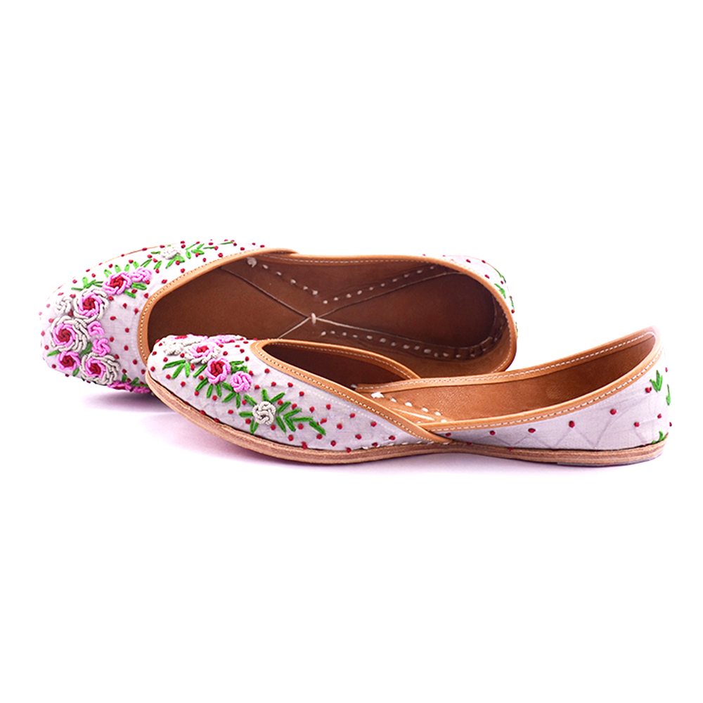 White Designer Punjabi Jutti For Ladies
