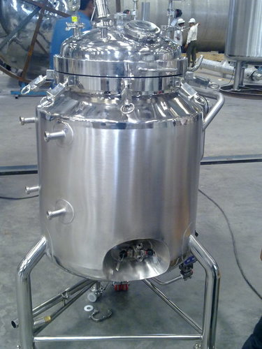 Pharmaceutical injectable tank