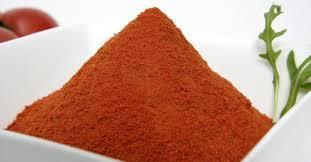 Spread red tomato powder