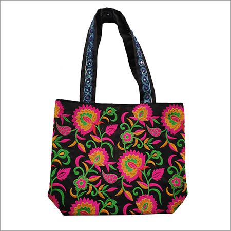 Fashionable Embroidered Women Shoulder Bag