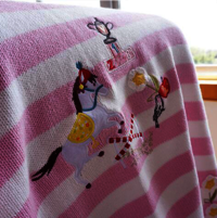 Applique knitted blanket
