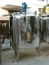 Round SS Grade Stainless Steel Tanks