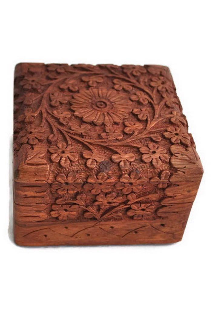 木雕刻的箱子