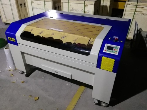CO2 Acrylic Cutting Machine