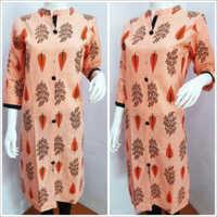 Ladies Peach Collar Printed Kurtis