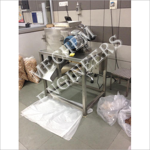 Vertical Moisture Almond Cutting Machine