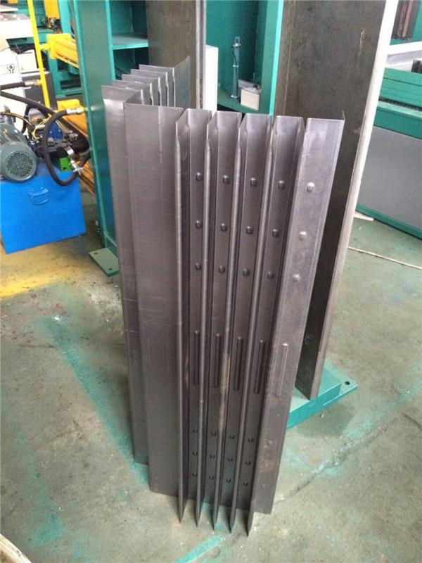 Horizontal Or Vertical Corrugated Fin Bending Machine For Transformer Tank Use