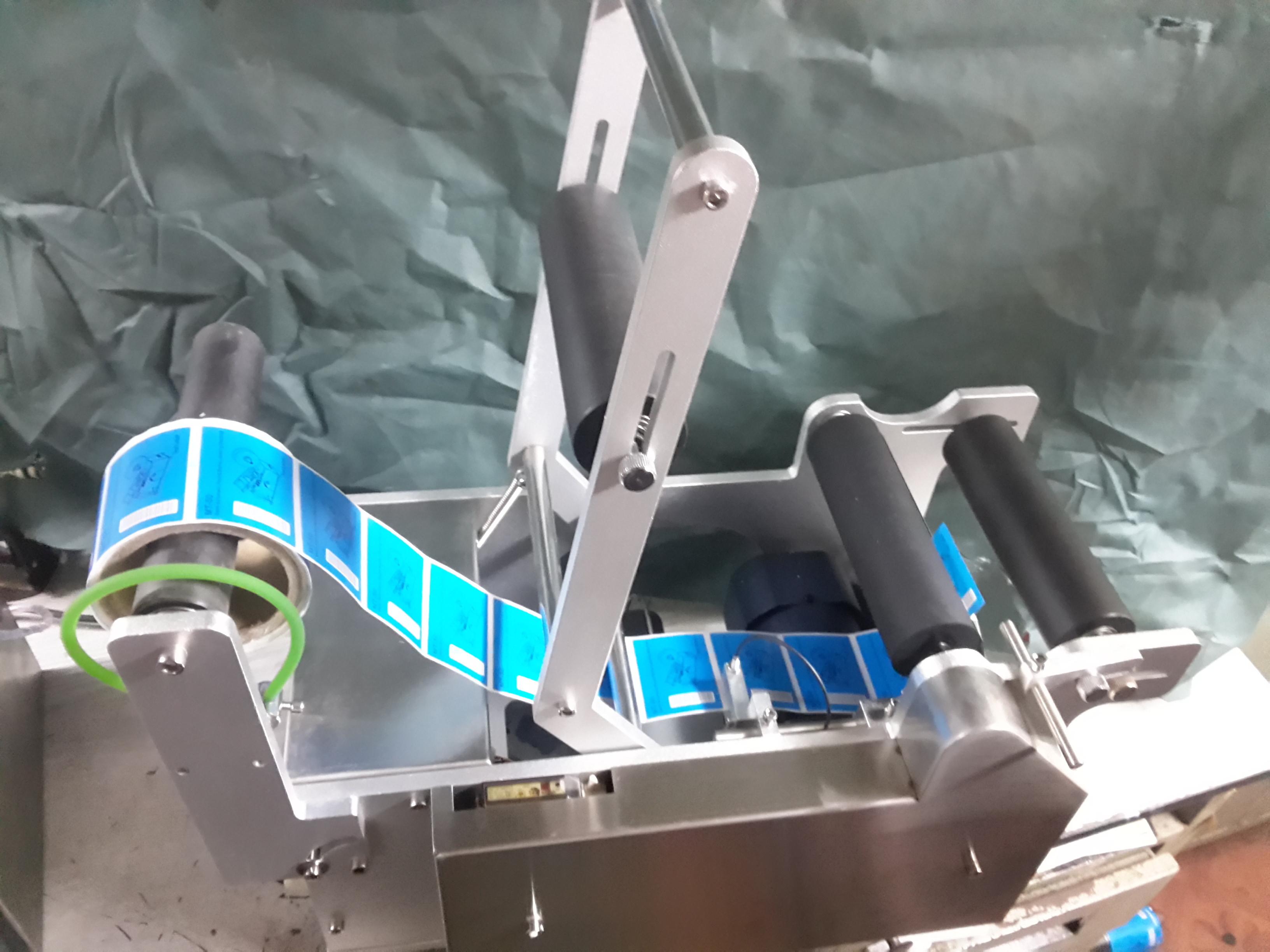 Semi Auto Sticker Labeling Machine