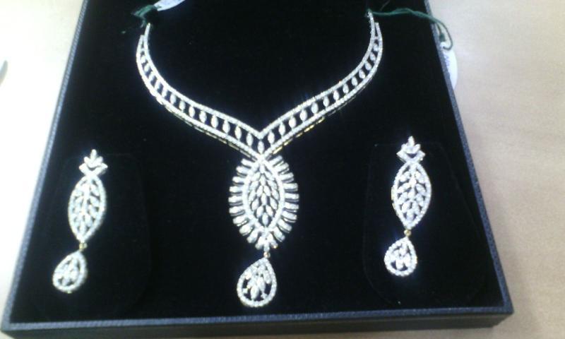 Beautyfull Diamond Necklace Set