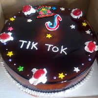 Chocolate Tik Tok Cake