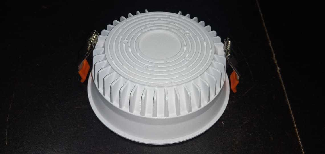 24 W ROUND DEEP DOWN LIGHT