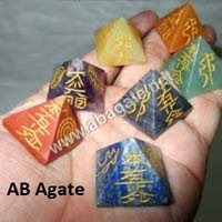 chakra pyramid reiki set