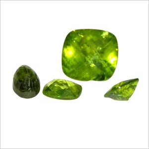 Natural Peridot Oval Loose Gemstone(Pack of 1 Pc.)