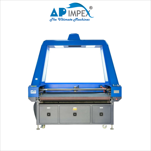 Laser cutting machine for pattern fabrics master matching