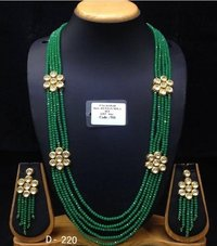 Kundan With Bead Pendant