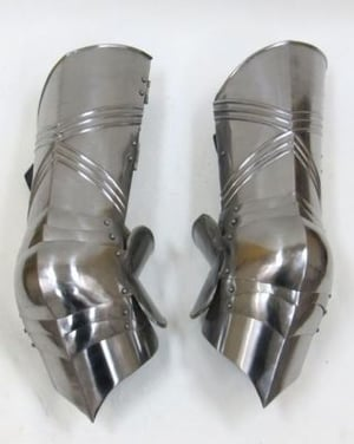 Gothic Leg Guard Armor Set