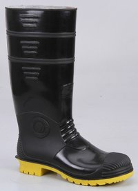 Dynamic Black Upper and Yellow Sole