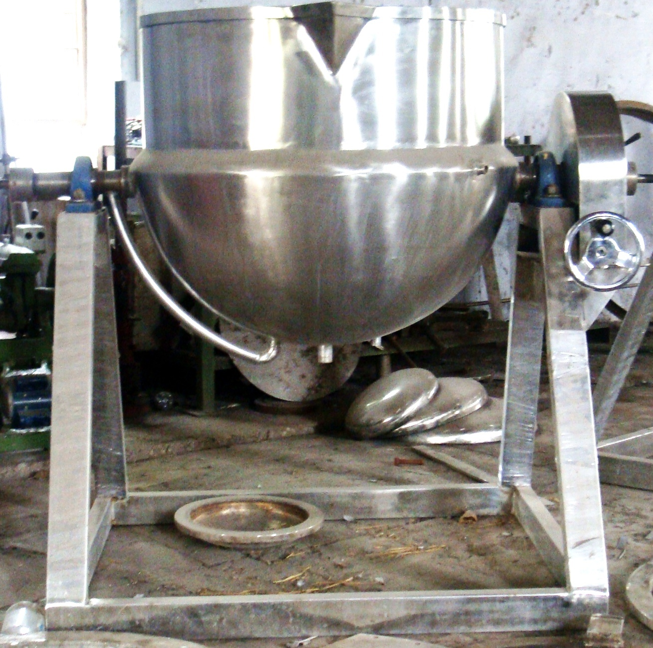 Hemispherical Tilting Pan