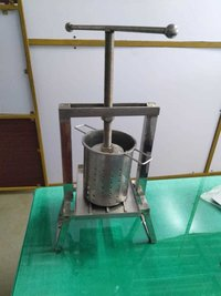COCONUT MILK EXTRACTOR