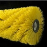Conveyor belt cleaning roller brush