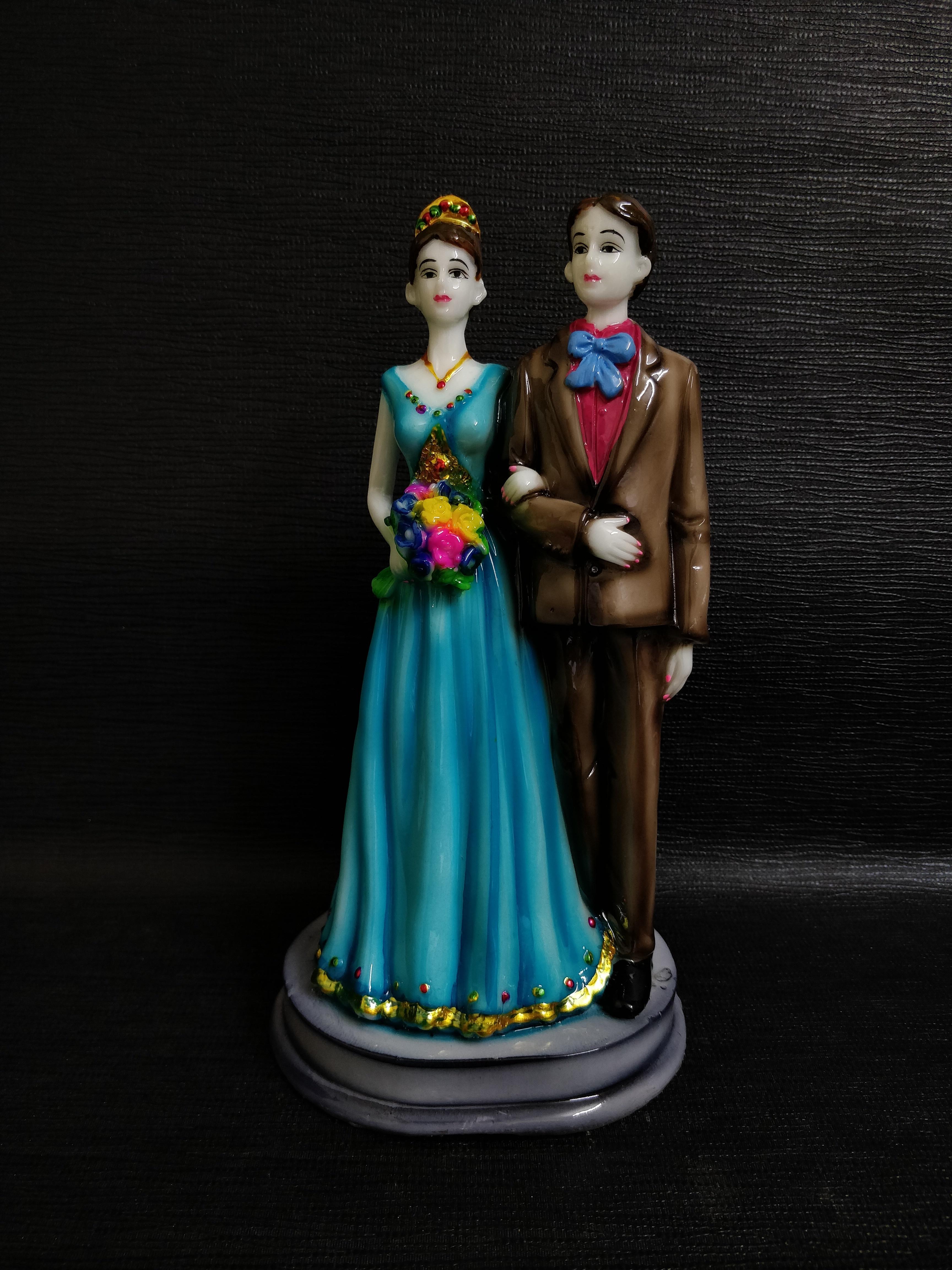 Couples Statue