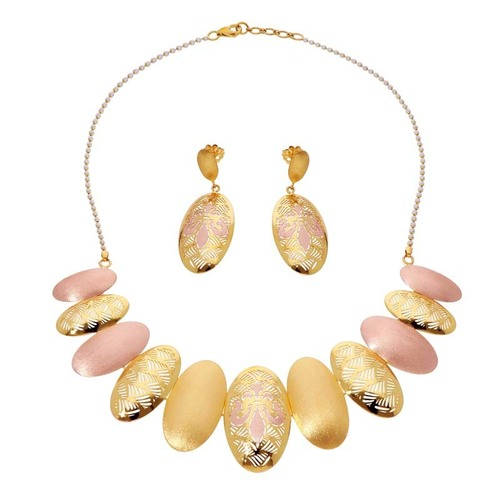 Necklace Set With Hatching