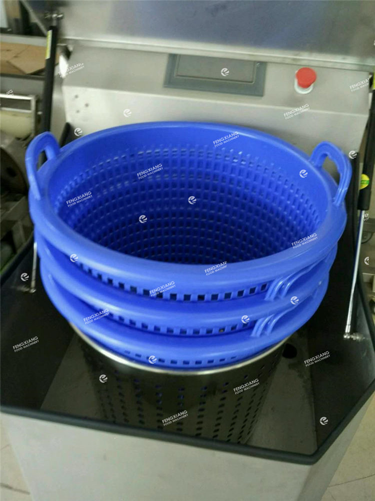 Centrifugal vegetable spin dryer