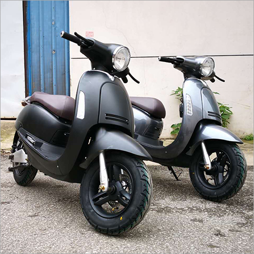 400 W Battery 2 Wheeler Scooter