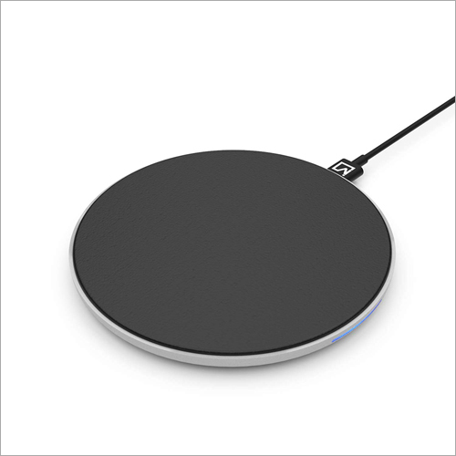 Black iVoltaa Airbase1 10W Wireless Charging Pad